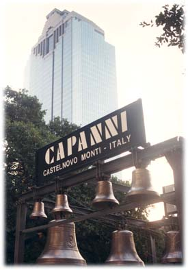 Le campane Capanni nella piazza municipale di Houston - Texas - USA